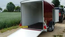 RUBIN 20 (Einachser)  Geschlossener 1er GfK Motorradanhänger 1300 kg gebremst  inkl. Wippe + Seitentüre abschließbar – 100 km/h