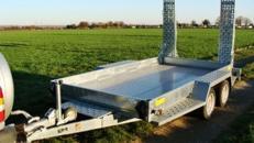 Russland (Doppelachser)  Minibaggertransporter Tieflader 3.500 kg gebremst / doppelachser / Ladekante 340 mm 100 km/h