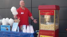 Popcornmaschine mit nostalgischem Unterwagen
