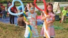 Ballonkünstler mit oder ohnen Stelzen