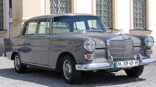Der Mercedes 230 Heckflosse