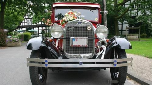Ford Model A Tudor, 1929, weinrot/schwarz