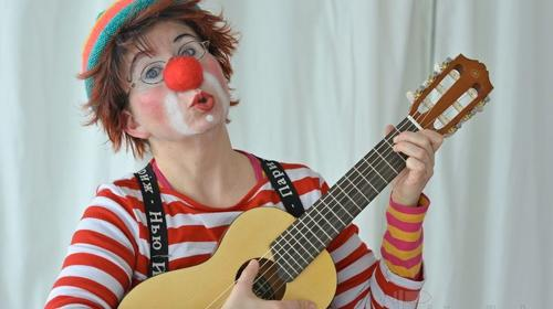 Clownin Trulla Trödeltrude unterwegs