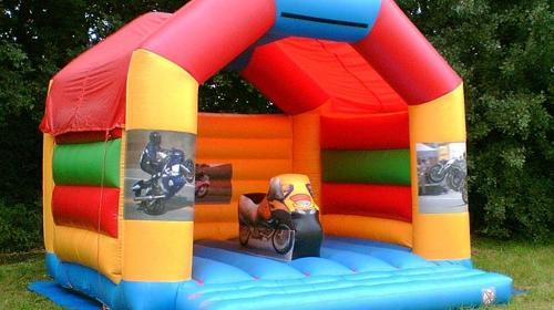 Hüpfburg mit Motorrad Spielmodul