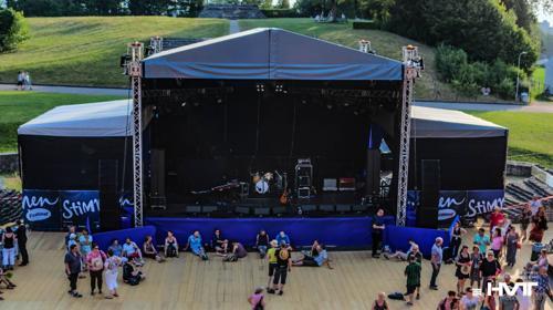 Bühne mit Bühnendach 12 x 10 m