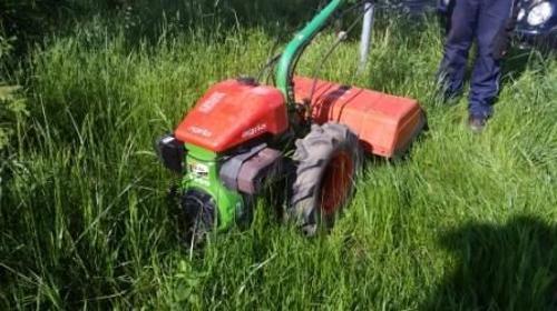 Bodenfräse mit Pflug