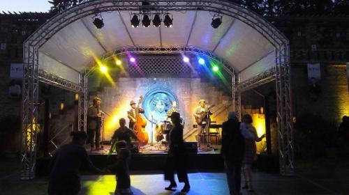Bühnen, Runddachbühnen