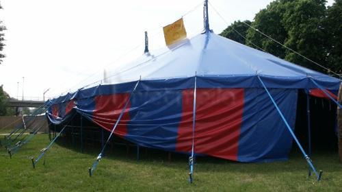 Zirkuszelt 16 x 24m (328 Qm) mit zwei Masten