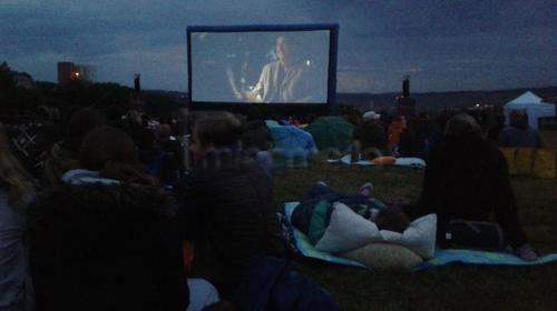 Open Air Kino mit Leinwand, Projektor, Personal