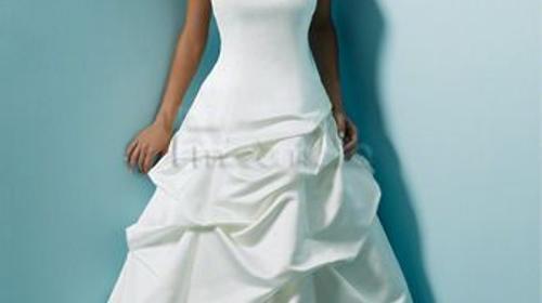 Viele verschiedene Brautkleider im Verleih!