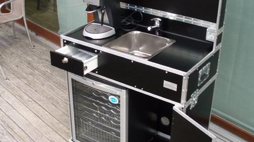 Vermietung, mobile Küche, Messeküche, Kofferküche, Mietküche, mobiles Hand-Waschbecken, mobiles Spülbecken
