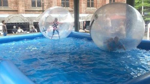 Pool Wasserlaufball Wasserbecken Wasserpool