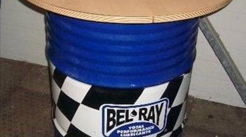 Ölfässer, Bel Ray, Öl, Stehtische, Tische, Fass, Fässer, F1, Formel1, Rennwagen, Autorennen, Motorsport, Dekoration