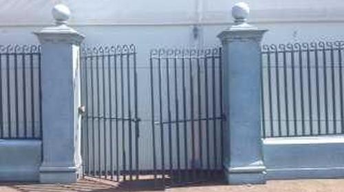 Eingangstor, Eingang, Tor, Gitter, Zaun, Zaunelement, Gitterzaun, Gittertor, Säulengitter, Säulentor, Säuleneingang