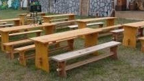 Sitz- Möbel, Möbel, rustikal, Sitzen, Bank, Bänke, Tisch, Biertischgarnitur, Biertisch, Garnitur, Biergarten, Holztisch