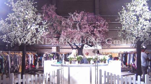 7 Riesige Kirschblütenbäume - WUNDERRÄUME GmbH vermietet: Dekoration/Kulisse für Event, Messe, Veranstaltung, Incentive, Mitarbeiterfest, Firmenjubiläum