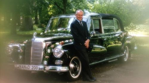 Mercedes 300 d Adenauer Landaulet mit Chauffeur