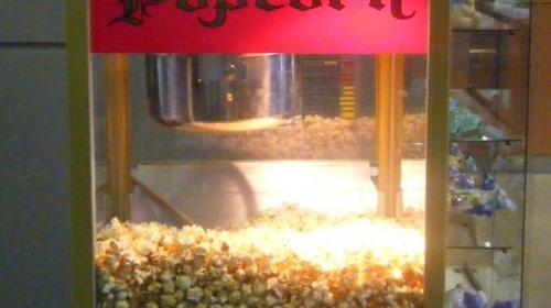 Rote Popcornmaschine im nostalgischen Flair inkl. 19% MwSt.