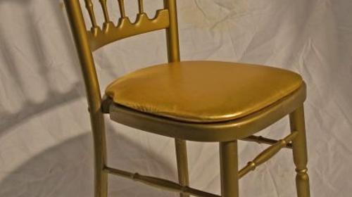 Holzstuhl gold mit goldenem Polstern
