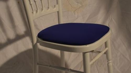 Holzstuhl weiß mit blau Polstern