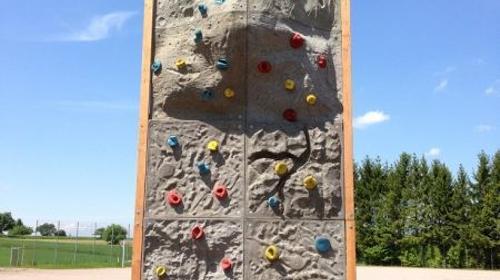 Kletterwand ~ 2 m breit