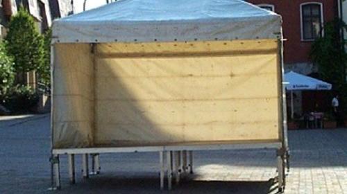 Bühne mit Stahlüberdachung 3 x 4m