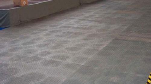Bodenplatte schwarz/Tanzfläche, Weg vor Theken
