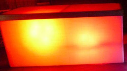 Büfett-Tisch mit LED Scheinwerfer, 90cm hoch