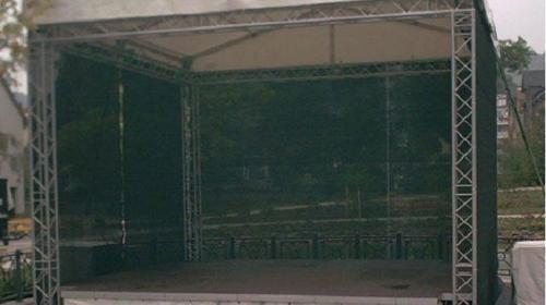 Bühne mit Dach Traversensystem 6 x 6m