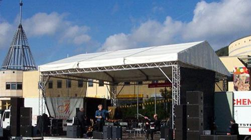 Bühne mit Dach Traversensystem 8 x 9m