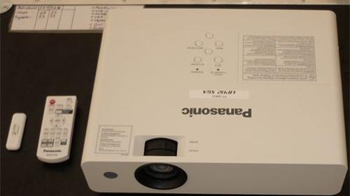 Videoprojektor Beamer Panasonic PT-LB412