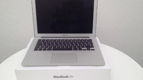 "Apple MacBook Air 13,3"" inklusive HDMI-Adapter"