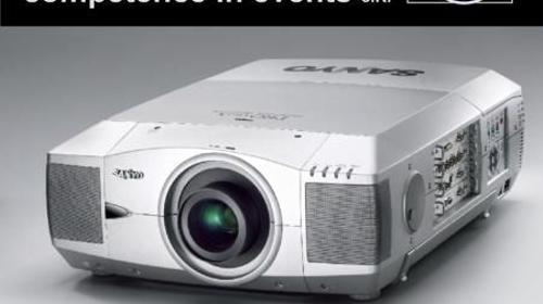 Sanyo PLC-XF45 LCD Video Projektor mit 10.000 ANSI