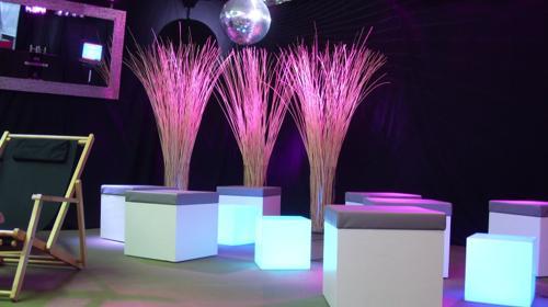Hocker/Loungecube/Loungehocker/LED Beleuchtung für Ihr Event/Lounge Würfel / Hocker ind div. Farben