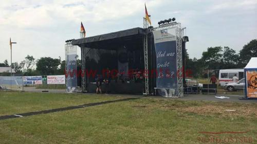 Bühne mit Satteldach / Open Air Bühne / Mobile Bühne / Bühne / Stage / Konzert / Eventbühne