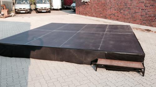 Bühne 4m x 4m x 40cm mit Treppe inkl. Auf und Abbau