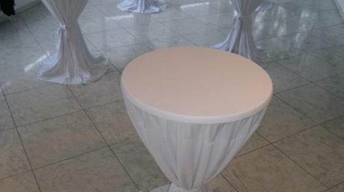 Weißer Stehtisch/Bistrotisch/ sstisch ca. 1,10m hoch, 0,70m Durchmesser/Kunststoff/Wetterfest