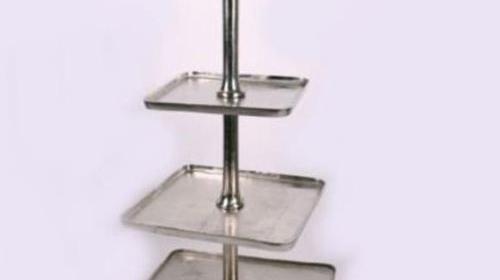 Riesen Etagere aus Metall 130 cm hoch