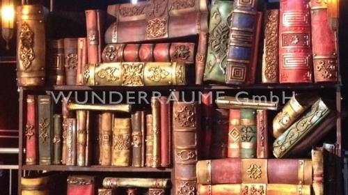 Bücherregal mit XXL Büchern - WUNDERRÄUME GMBH vermietet: Dekoration/Kulisse für Event, Messe, Veranstaltung, Incentive, Mitarbeiterfest, Firmenjubiläum
