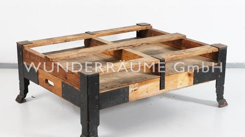 """Loungetisch Holz """"Industrial"""" -  WUNDERRÄUME GmbH vermietet: Dekoration/Kulisse für Event, Messe, Veranstaltung, Incentive, Mitarbeiterfest, Firmenjubiläum"""