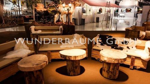 Loungetisch rustikal, mit Baumscheibe - WUNDERRÄUME GmbH vermietet: Dekoration/Kulisse für Event, Messe, Veranstaltung, Incentive, Mitarbeiterfest, Firmenjubiläum