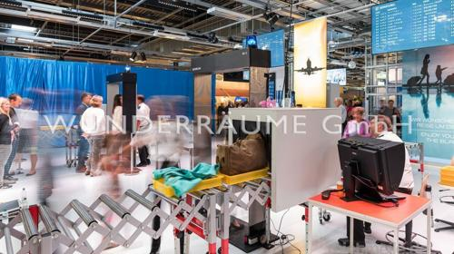 Überraschungskoffer für Gepäckkontrolle - WUNDERRÄUME GmbH vermietet: Dekoration/Kulisse für Event, Messe, Veranstaltung, Incentive, Mitarbeiterfest, Firmenjubiläum