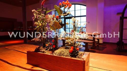 """Tischdekoration """"Blümchenwiese"""" - WUNDERRÄUME GmbH vermietet: Dekoration/Kulisse für Event, Messe, Veranstaltung, Incentive, Mitarbeiterfest, Firmenjubiläum"""