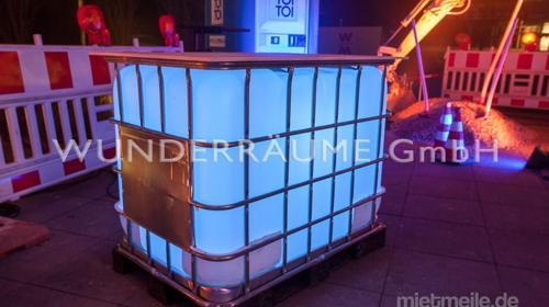 Wassertank-Stehtisch - WUNDERRÄUME GmbH vermietet: Dekoration/Kulisse für Event, Messe, Veranstaltung, Incentive, Mitarbeiterfest, Firmenjubiläum