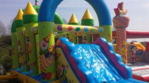 Profi Hüpfburg Clown Multiplay Center für 1 Tag mieten