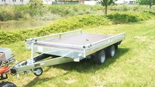 Plattformanhaenger mit Reling + Auffahrrampen 2000 kg gebremst, doppelachser  / 100 km/h - 3000 x 1840 - Nutzlast ca. 1450 kg