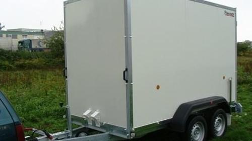 Kofferanhaenger Tieflader  2500 kg gebremst / 100 km/h - Ladeflaeche: 3050 x 1500 x 1900 - Nutzlast ca. 1900 kg