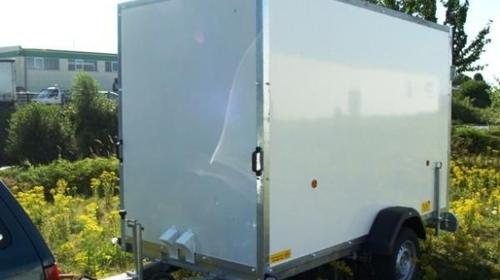 Geschlossener Kofferanhaenger mit Auffahrrampe - 1500 kg gebremst / 100 km/h - Ladeflaeche 3050 x 1500 x 1900 - Nutzlast ca. 850 kg