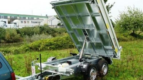 Dreiseitenkipper mit E-Pumpe Hochlader 2.500 kg gebremst / 100 km/h - Ladeflaeche: 2600 x 1660 x 360 - Nutzlast ca. 1.825 kg