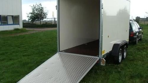 Kofferanhaenger mit Laderampe  2500 kg gebremst / 100 km/h - Ladeflaeche: 3550 x 1500 x 1900 - Nutzlast ca. 1800 kg